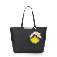Kabelka Guess Britta Shopper With Charm